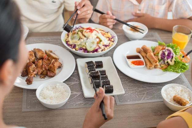 伝統的なアジア料理