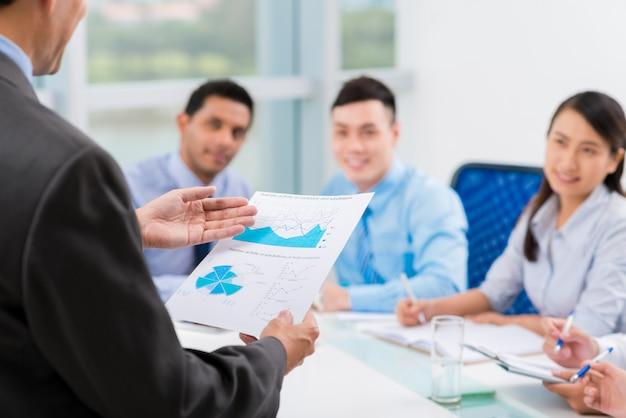Рассказывая о финансовых данных