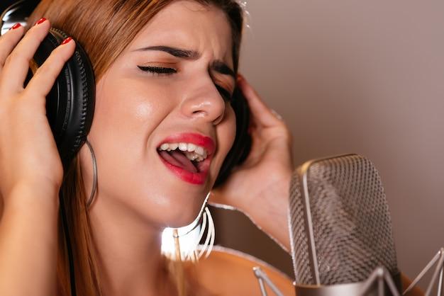 Петь песню