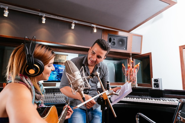 Работа в студии звукозаписи