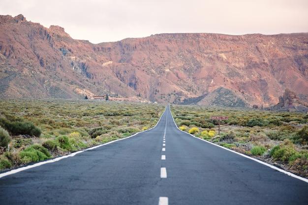 テネリフェ島の道路風景
