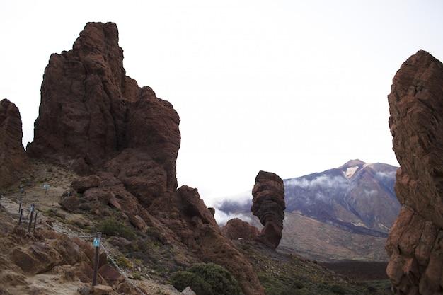 島の風光明媚な岩