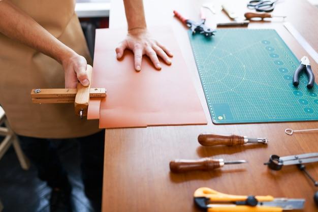 革のストライプを測定する