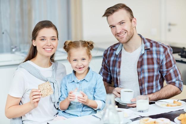 朝食で家族
