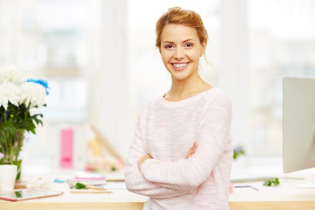 自信を持って女性実業家の肖像画