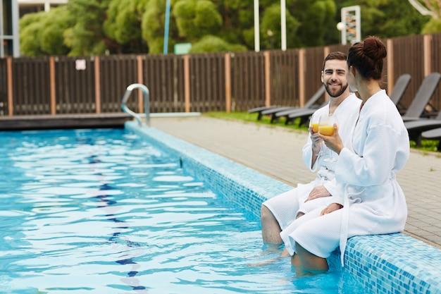 プールで休む