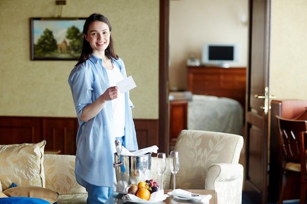 Путешественник в отеле