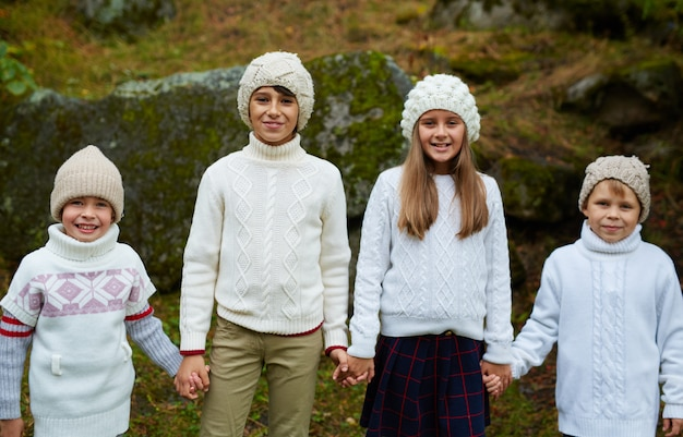 Школьные друзья на зимних каникулах