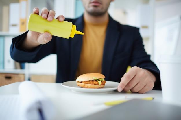 Фаст фуд с гамбургером