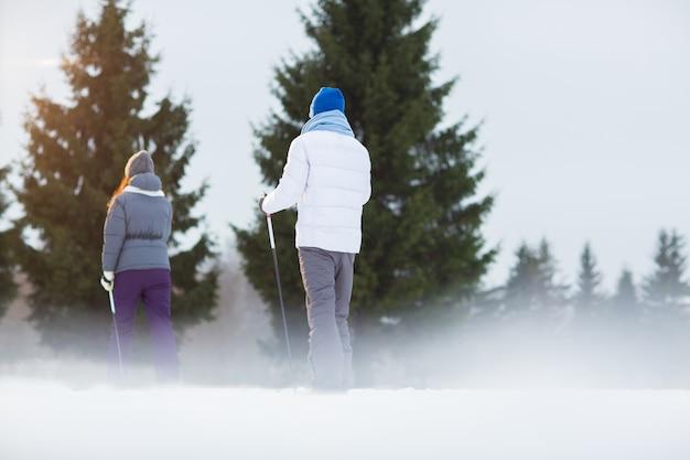 前にスキー