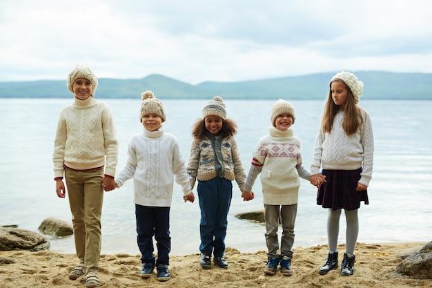 ビーチでの子供たち