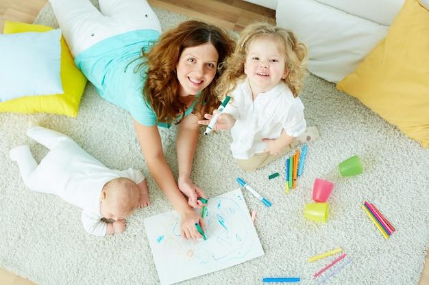 彼女の娘を持つ母親のトップビュー