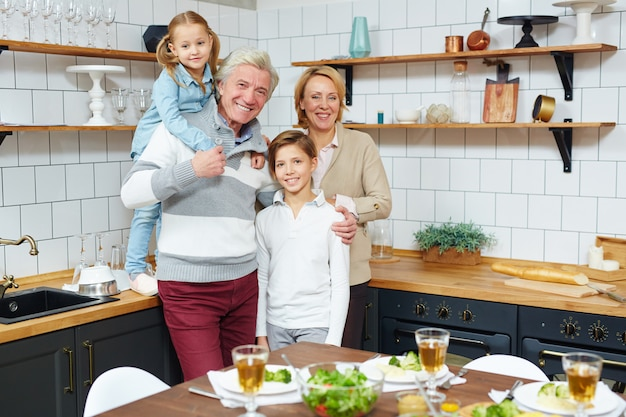 うれしそうな家族