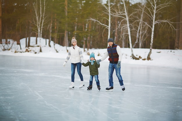 スケートリンクの家族の肖像画