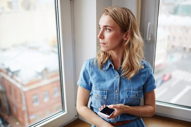 Мобильная девушка