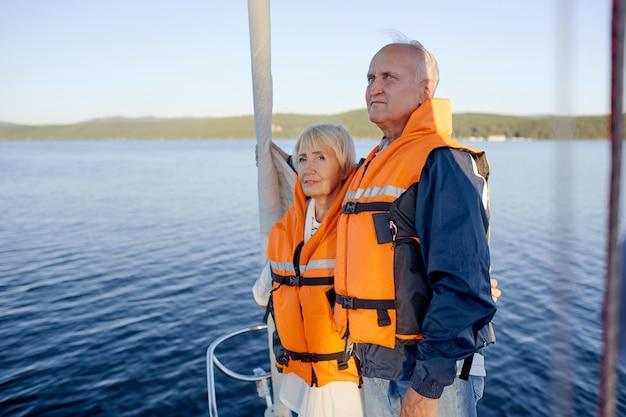 ヨットで旅行する