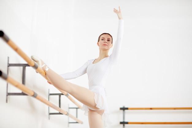 教室でのバレエ