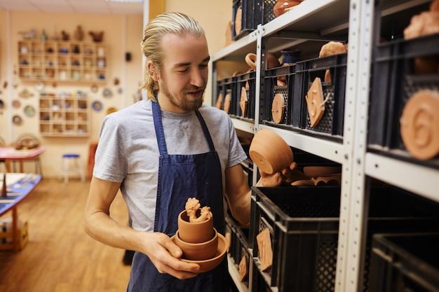 ワークショップの陶工