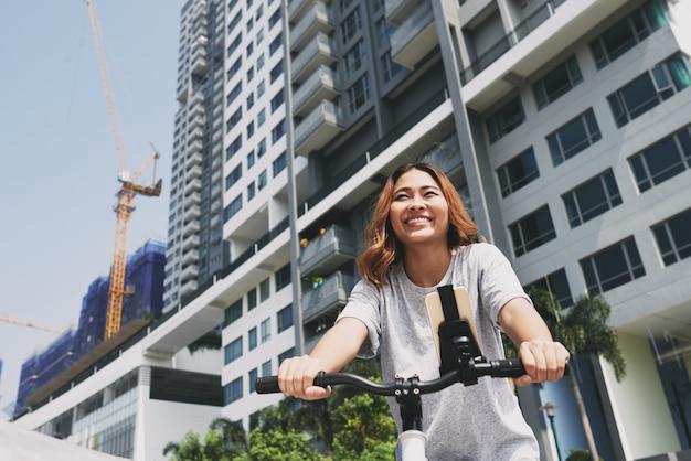 街でサイクリング