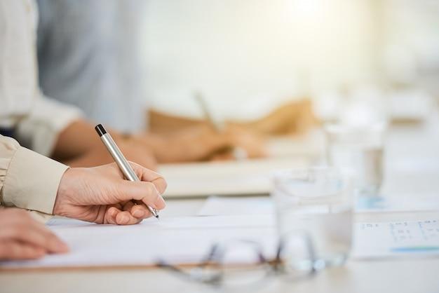 Подписание делового документа