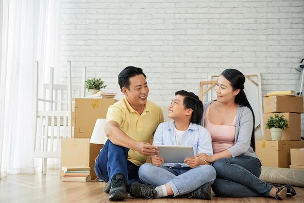 家族とデザインのアイデアを共有する