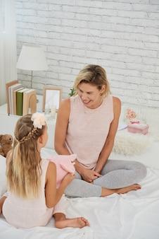 母と娘と遊ぶ