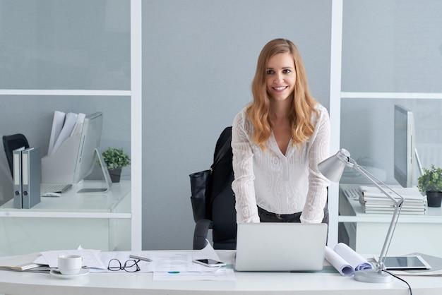笑顔のビジネス女性