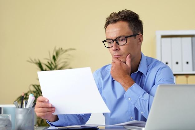 ビジネスレポートを読む