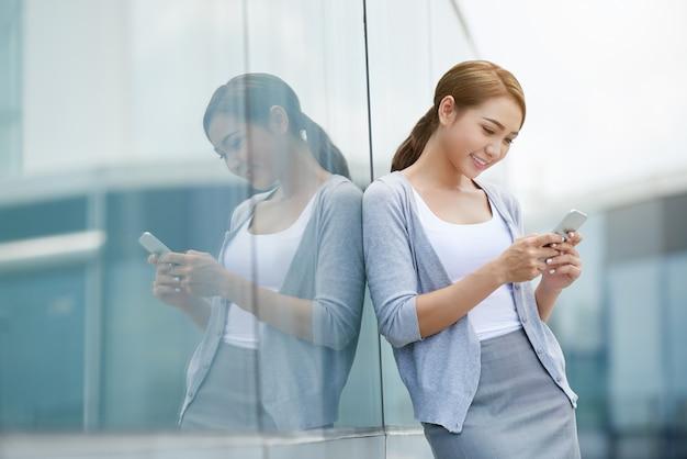 テキストメッセージビジネス女性