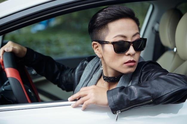 Женский водитель