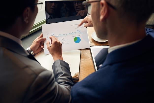 ビジネスチャートの分析