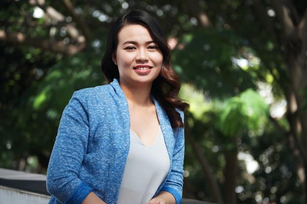 魅力的なアジアの女性