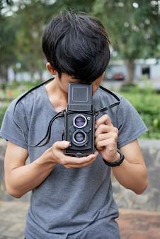 カメラでティーンエイジャー