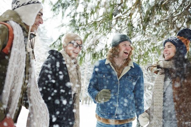 雪の中の友達