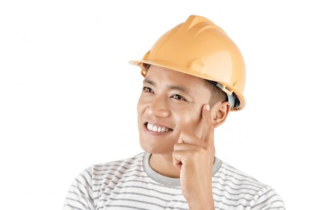 創造的な若い男性エンジニア