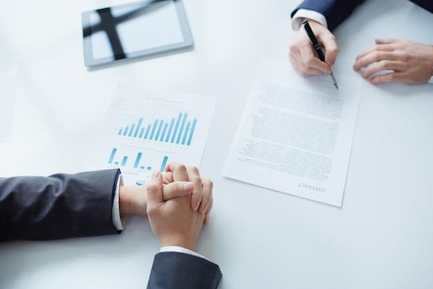Подписание нового бизнес-контракт