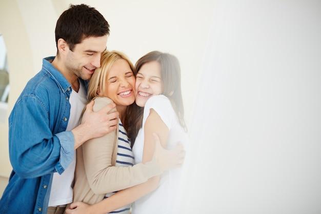 Семьи, имеющие хороший день вместе