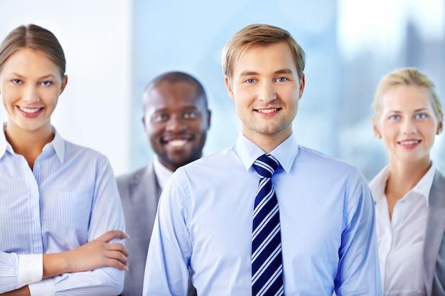 Бизнес-группа в офисе