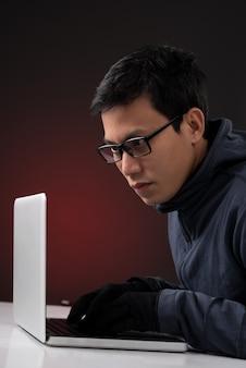 Азиатский хакер