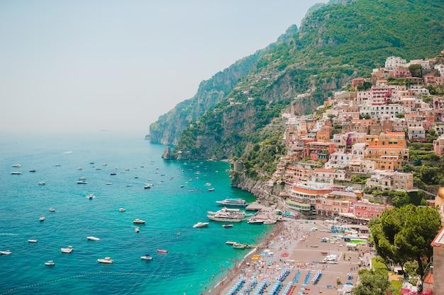Красивые прибрежные города италии - живописные позитано на побережье амальфи