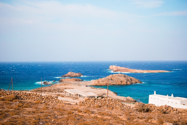Красивый пейзаж с видом на море, остров миконос, греция