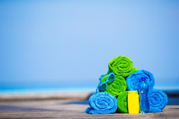 ビーチと夏の休暇用アクセサリーのコンセプト