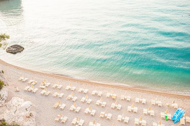 Прекрасный пляж с чистой водой в заповеднике гаргано