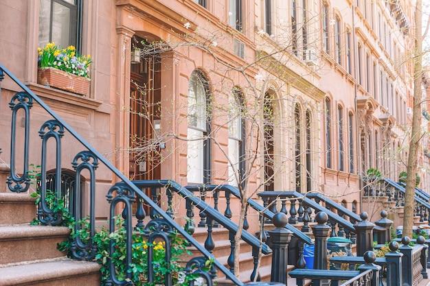 Пустые улицы в вест-виллидж в нью-йорке манхэттен, сша