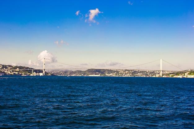 Фатих султан мехмет мост через пролив босфор в стамбуле, турция.