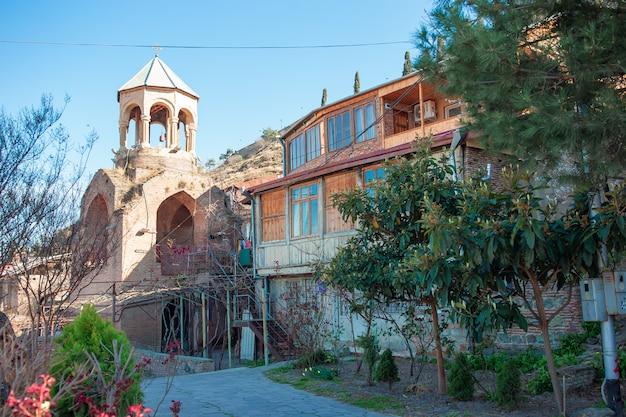 Старый квартал в городе тбилиси, страна грузия