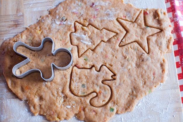 ジンジャーブレッドマンとクリスマスクッキーを作る