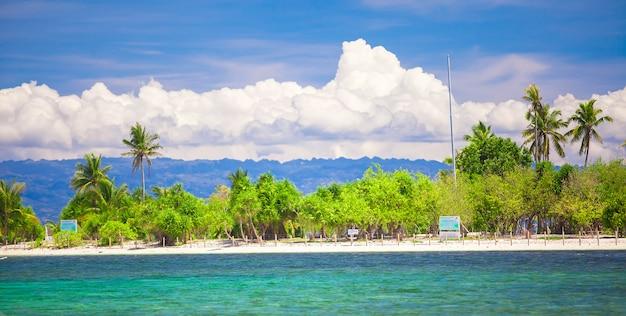 熱帯の完璧な島、フィリピンのプントッド