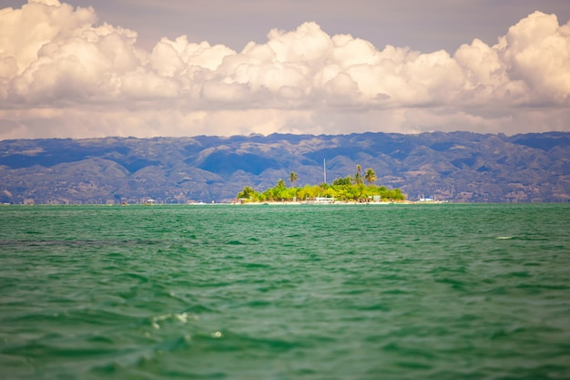 Тропический идеальный остров пунтод на филиппинах