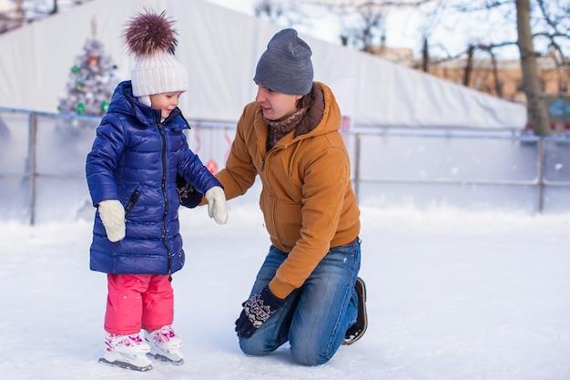 スケートリンクで家族での休暇